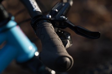 Fabric Ergo Silicone grips with SRAM Level Ultimate
